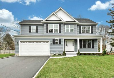 29 Oelsner Dr Northport NY 11768