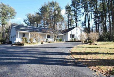 3 Dorchester Dr Muttontown NY 11545