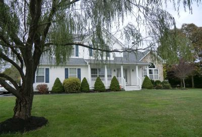 19 Bittersweet Ln Center Moriches NY 11934