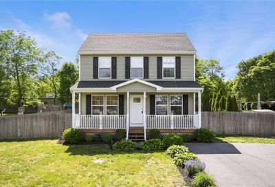 18 Abinet Ct Selden NY 11784