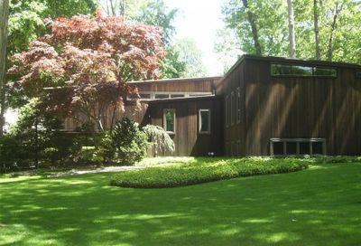 42 Barkers Point Rd Sands Point NY 11050