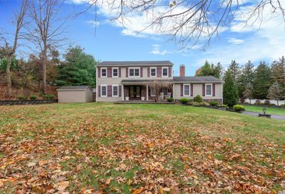 6 Wood Hollow Ln Northport NY 11768