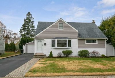 906 Winthrop Dr East Meadow NY 11554