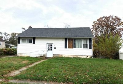42 Penndale Dr Amityville NY 11701