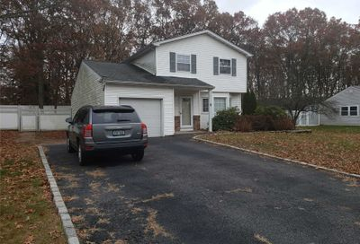 17 Felway Dr Coram NY 11727