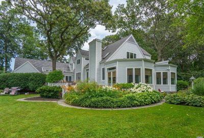 101 Woodchuck Hollow Rd Cold Spring Hrbr NY 11724
