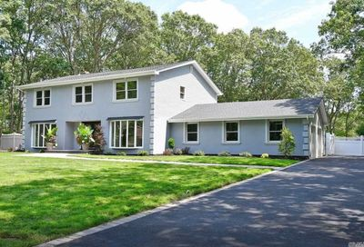 7 Woodmont Rd Melville NY 11747