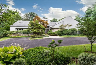 5 Winding Ln Upper Brookville NY 11545