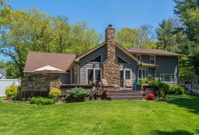 90 Woodchuck Hollow Rd Cold Spring Hrbr NY 11724