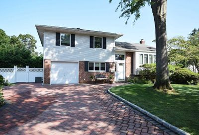 67 Crescent Dr Old Bethpage NY 11804