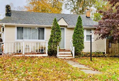 24 Oak St Lake Grove NY 11755