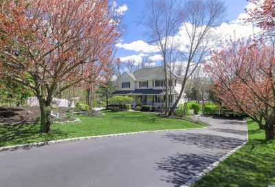 4 High Hedges Ct Head Of Harbor NY 11780