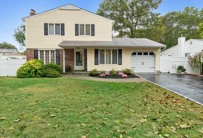 16 Country Lane Dr Kings Park NY 11754