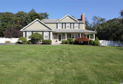 3 Muellers Ln Yaphank NY 11980