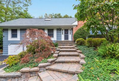 8 Thicket Dr Cold Spring Hrbr NY 11724