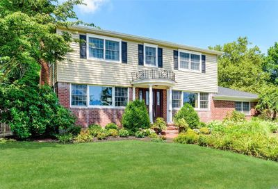 3 Waterview Dr Centerport NY 11721
