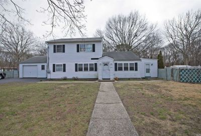 1652 Spur Dr Central Islip NY 11722