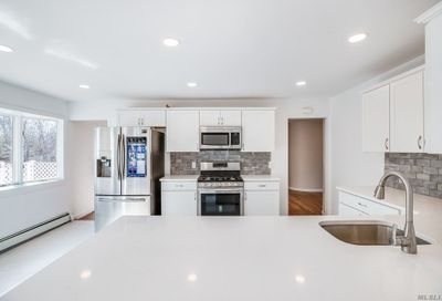 17 Charles Ct E. Patchogue NY 11772