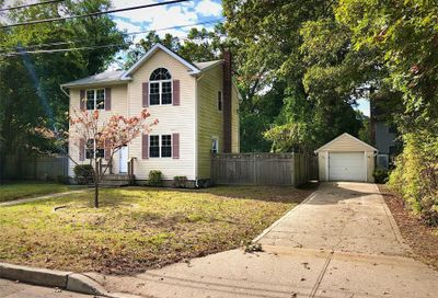 454 S Lake Ave Nesconset NY 11767
