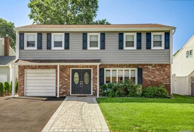 6 Vermont St Melville NY 11747