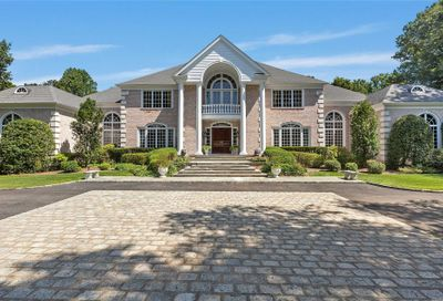 6 Chestnut Hill Dr Upper Brookville NY 11771