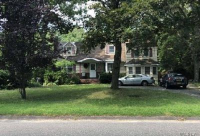 61 Colonial St E. Northport NY 11731