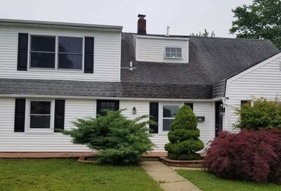 22 Tanners Ln Levittown NY 11756