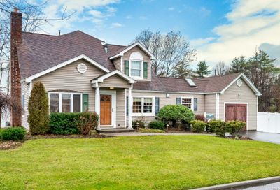 16 Willow Ln Carle Place NY 11514