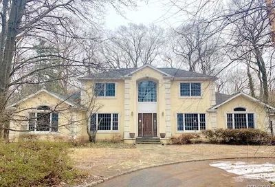 16 Tall Tree Ct Cold Spring Hrbr NY 11724