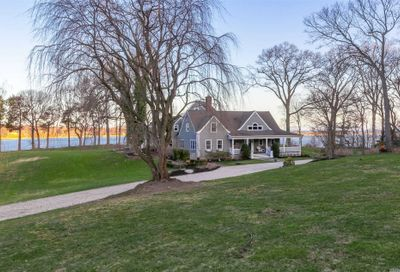 1 Piper Ln Head Of Harbor NY 11780