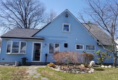 60 Tanager Ln Levittown NY 11756
