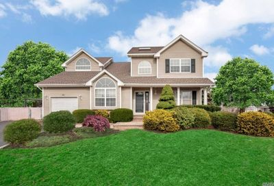 20 Long House Way Commack NY 11725