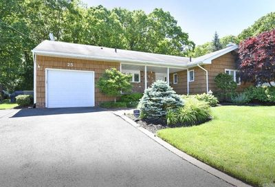 25 Kingswood Dr Old Bethpage NY 11804