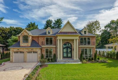 46 Clover Ln Roslyn Heights NY 11577