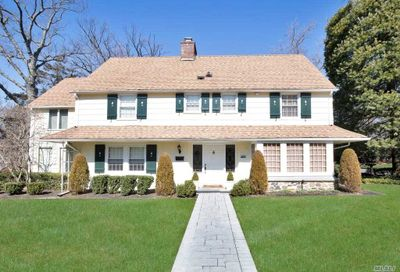 181 Overlook Ave Great Neck NY 11021
