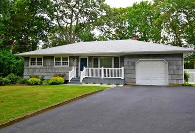 26 Manor Dr Miller Place NY 11764