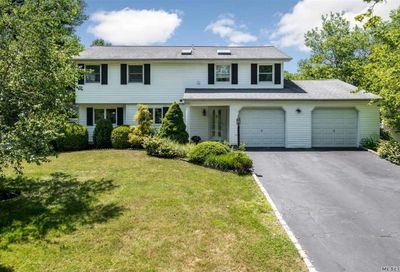 16 Butterfield Drive Greenlawn NY 11740