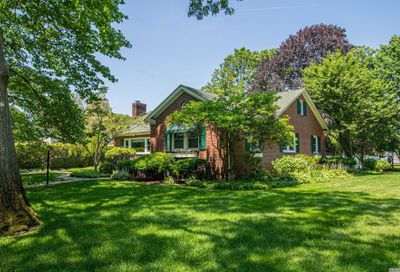 30 Iroquois Drive Brightwaters NY 11718