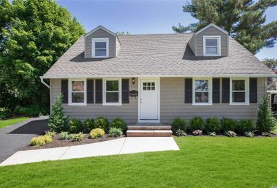 106 Susan Cove East Norwich NY 11732