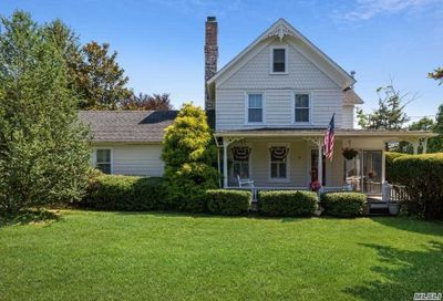 32 Woodlawn Avenue East Moriches NY 11940