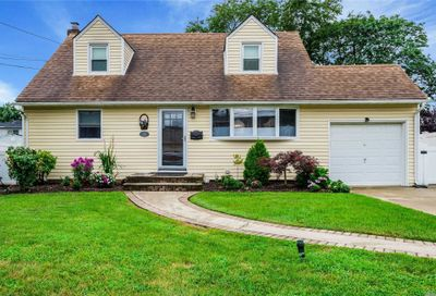2408 Gladmore St East Meadow NY 11554