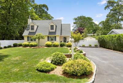185 Old Neck Road Center Moriches NY 11934
