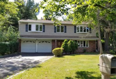 68 Butterfield Dr Greenlawn NY 11740
