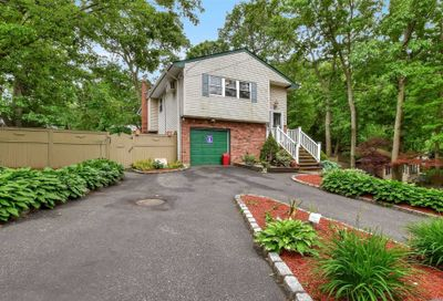 20 Queen Drive Sound Beach NY 11789