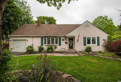 432 Peters Boulevard Brightwaters NY 11718
