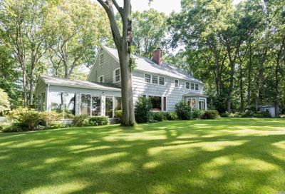118 Jennings Rd Cold Spring Hrbr NY 11724