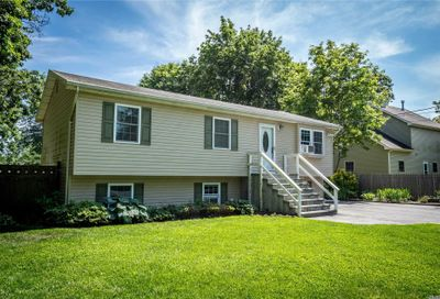 10 Rigby Rd Center Moriches NY 11934