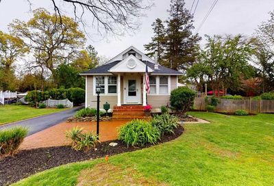436 Peters Blvd Brightwaters NY 11718