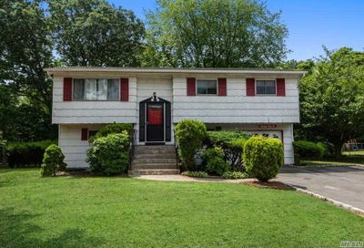 1746 Spur Dr Central Islip NY 11722