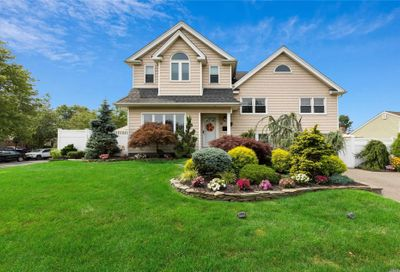 12 Clearwater Drive Plainview NY 11803